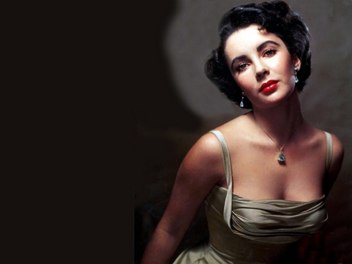 A Hollywood Classic - elizabeth-taylor Wallpaper