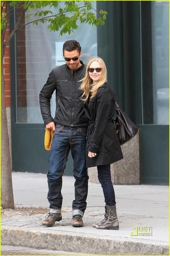 Amanda Seyfried & Dominic Cooper: চুম্বন Kiss!