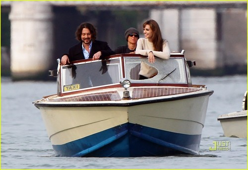 "Angelina & Johnny on set ""The Tourist"""