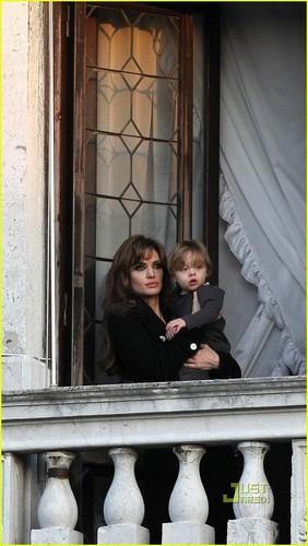 Angelina Jolie & Knox Jolie-Pitt