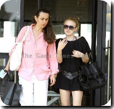 Dakota - shopping with mom