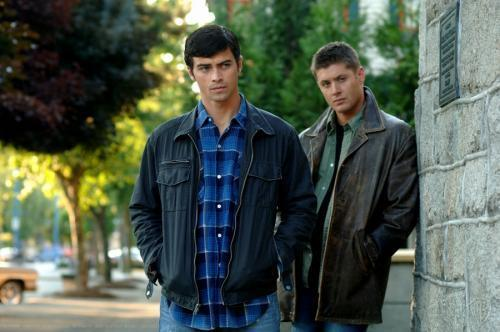 Winchester Girls Обои titled Dean and young John Winchester
