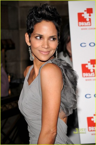 Halle Berry: DKMS Dedicated