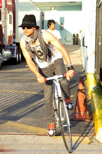 Jared Leto - Bike ride in Miami - 27 April 2010