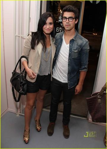 Joe Jonas & Demi Lovato: Revival Vintage Opening!