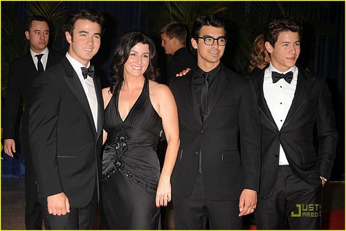 Jonas Brothers: White House Correspondents Dinner!