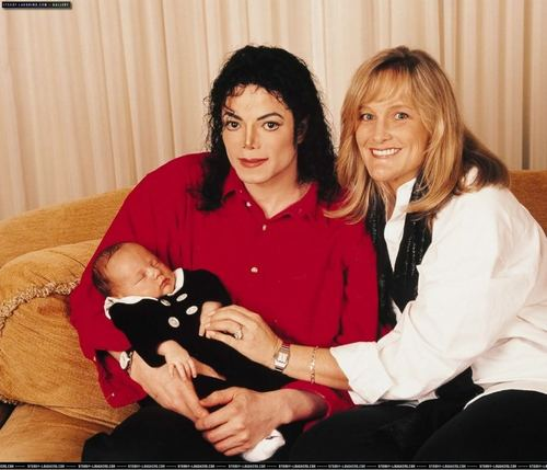 Michael Jackson wolpeyper entitled MJ with his kids