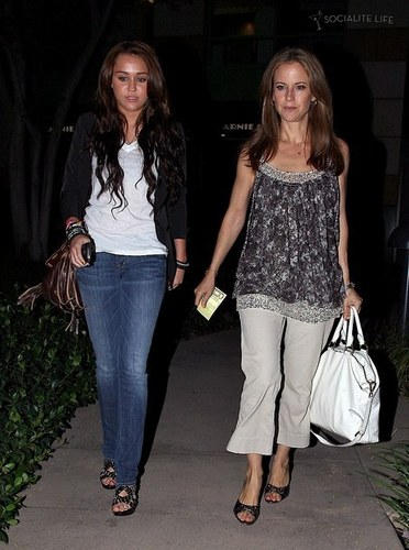 Miley Cyrus out with Kelly Preston