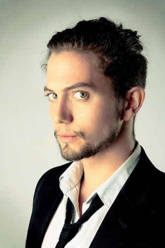 更多 New/Old 照片 Of Jackson Rathbone
