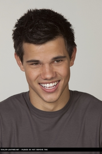 New/Old Portraits Of Taylor Lautner From 'Valentine's Day'