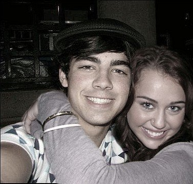 New Pic of Miley Cyrus and Joe Jonas (she has the nose ring on)