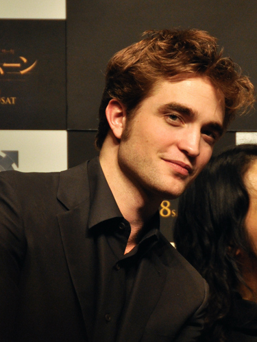 Old/New fan Pictures of Robert Patiinson in Giappone