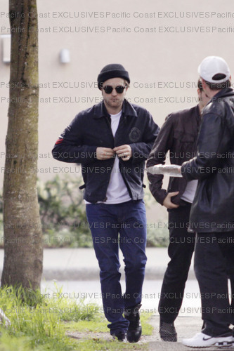 Rob Spotted Having Lunch Today in Vancouver