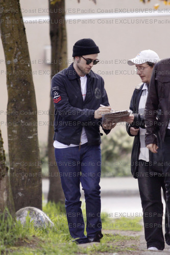 Rob Spotted Having Lunch Today in Vancouver - twilight-series photo