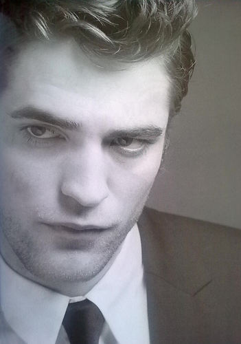 Rob in HOMME Magazine (Greece)