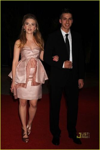 Scarlett Johansson: White House Correspondents' ডিনার with Twin Brother!