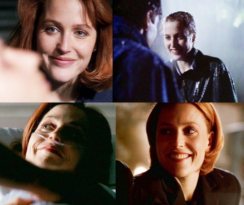 Scully smiling at Mulder :)
