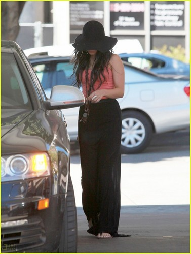 Vanessa out in Hollywood