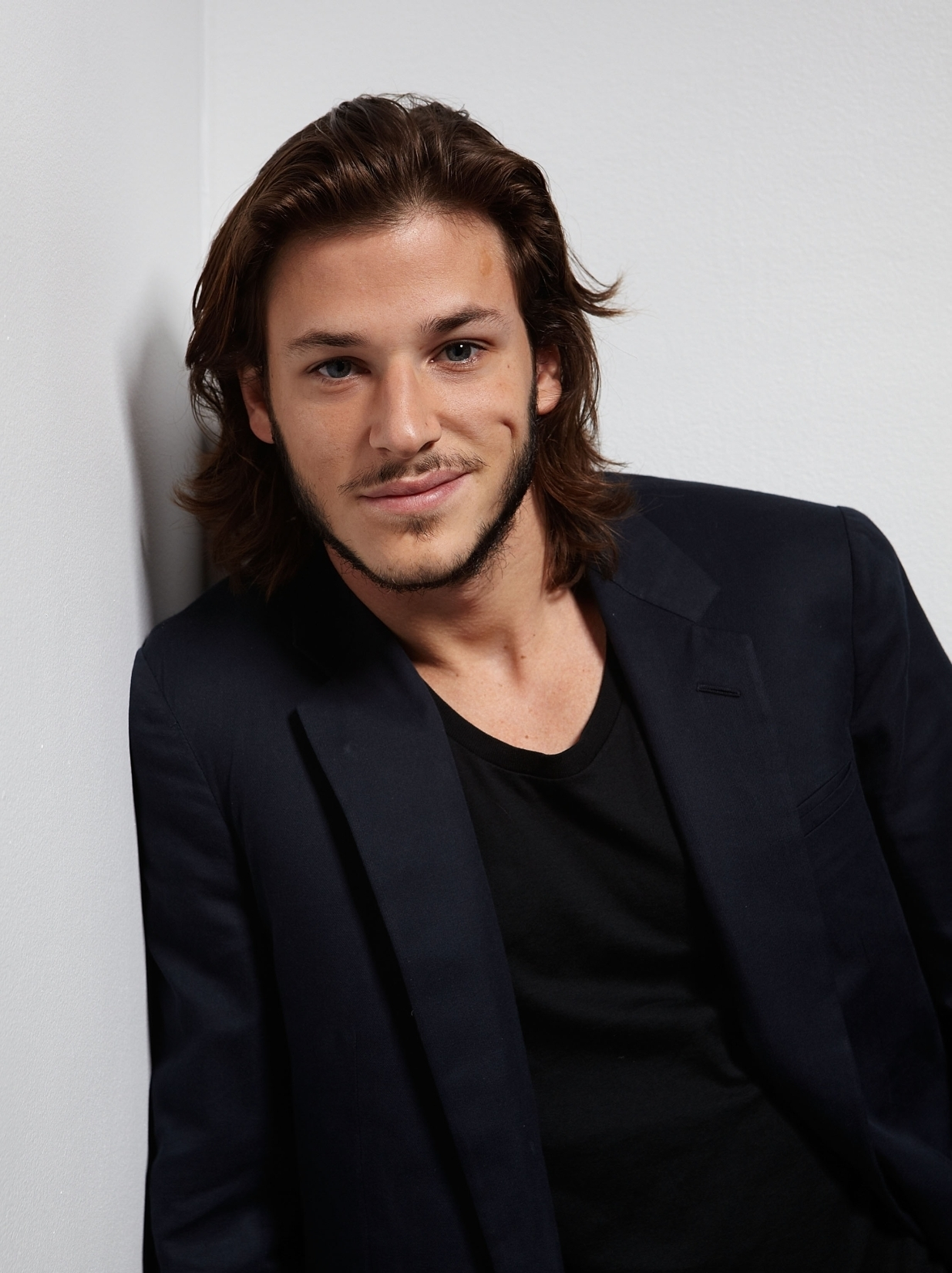 The 33-year old son of father Serge Ulliel and mother Christine Ulliel, 180 cm tall Gaspard Ulliel in 2018 photo