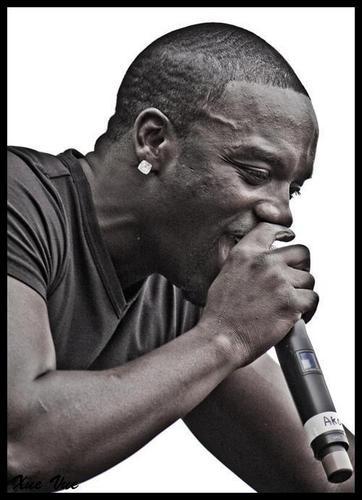 Akon karatasi la kupamba ukuta entitled * GENTLEMAN AKÖN *