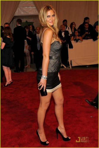 Bar Refaeli: MET Ball 2010