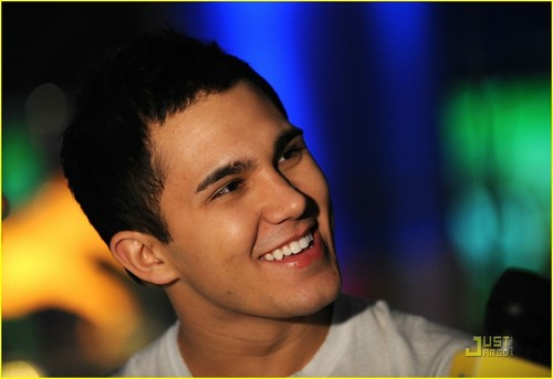 Carlos.. Adorable XD