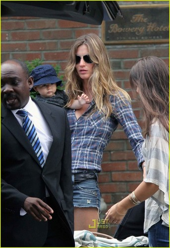 Gisele: MET Ball Extras, The Morning After