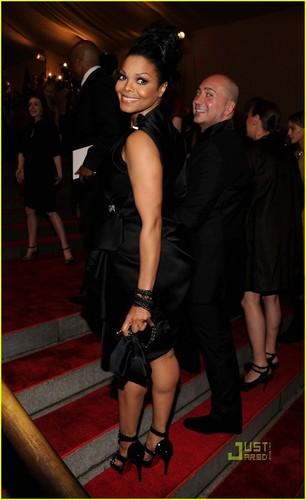Janet Jackson: MET Ball 2010