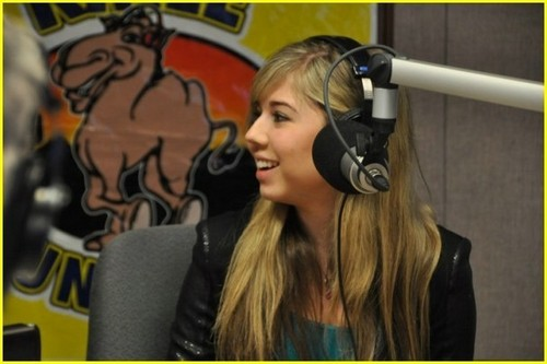Jennette McCurdy Обои called Jennette McCurdy is KMLE Cute