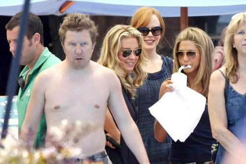 Jennifer Aniston on the set of Just Go With It w/ costars Nicole Kidman and Adam Sandler