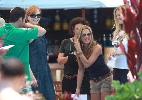 Jennifer Aniston on the set of Just Go With It w/ costars Nicole Kidman and Brooklyn Decker