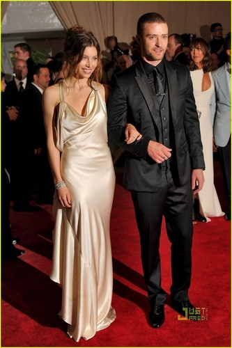 Jessica Biel: MET Ball 2010 with Justin Timberlake!