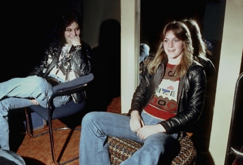 the runaways wallpaper titled Joan & Sandy in NY - 1977