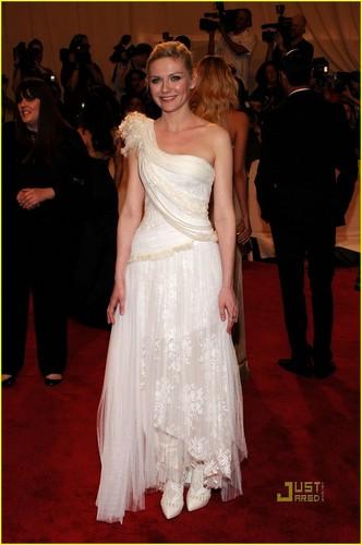 Kirsten Dunst: MET Ball 2010