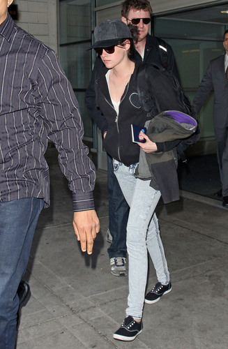 Kristen Arriving in NYC (HQ Untagged)