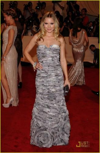 Kristen Bell: MET Ball 2010
