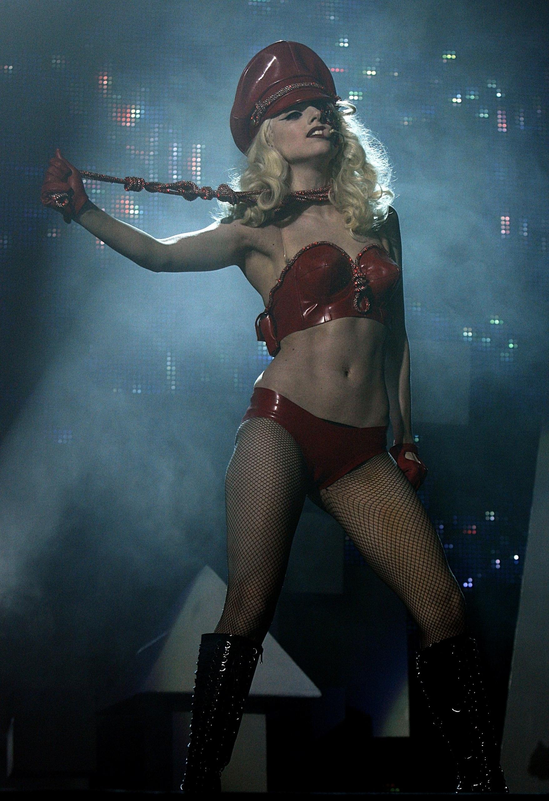 Lady-Gaga-lady-gaga-11986165-1756-2560.j