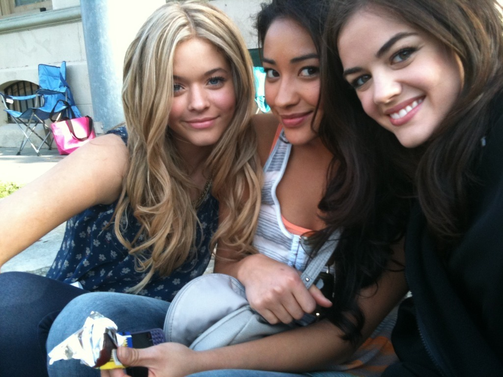 Lucy Hale - Photo Colection