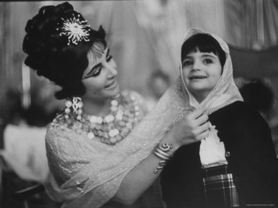 On the set of Cleopatra with her daughter