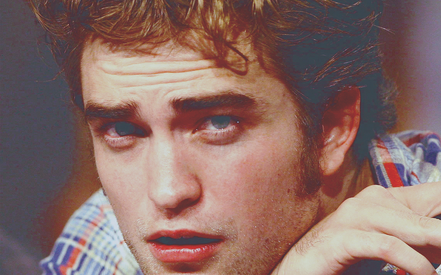 - Rob-robert-pattinson-11957784-1440-900