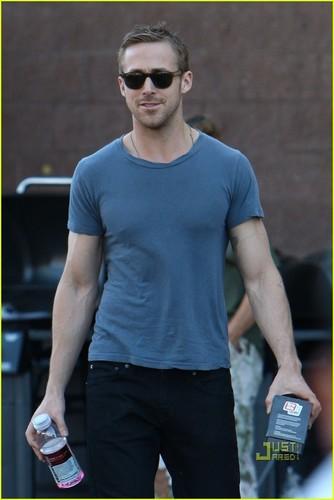Ryan Gosling: 首页 Depot Dude