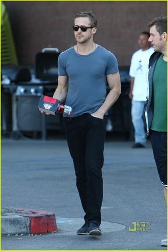 Ryan Gosling: প্রথমপাতা Depot Dude