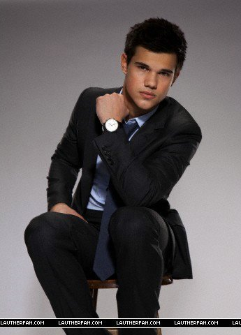 Taylor Lautner Outtakes For Saturday Night Live foto Shoot!