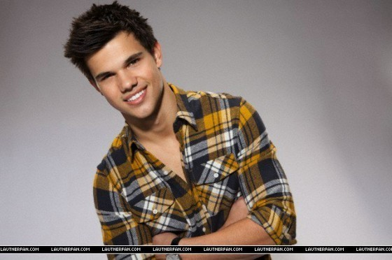 Taylor Lautner Outtakes For Saturday Night Live تصویر Shoot!