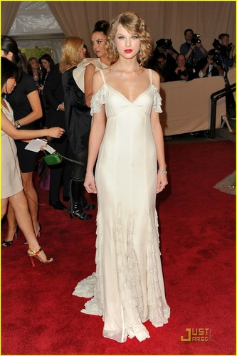 Taylor Swift - 2010 Met Costume Institute Gala