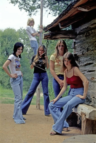Les Runaways fond d'écran entitled The Runaways in 1977