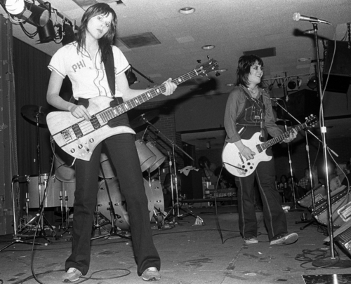 Les Runaways fond d'écran entitled The Runaways perform in Cali - 1978