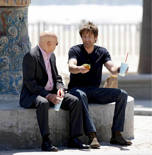 07/05/2010 - David and Evan filming Cali at Venice beach, pwani [HQ]