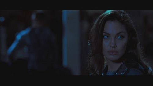 """অ্যাঞ্জেলিনা জোলি দেওয়ালপত্র titled Angelina Jolie in """"Mr. & Mrs. Smith"""""""