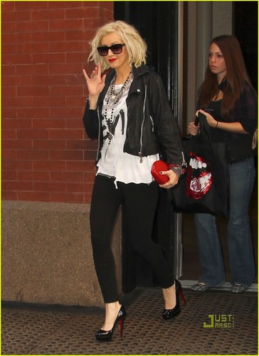 Christina Aguilera: Leather and Louboutins!